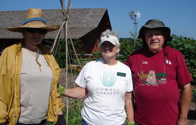 Cheers to Volunteers – Powell Gardens